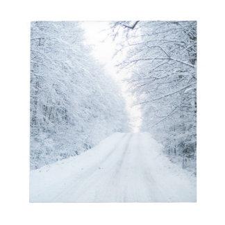 冬の田舎道場面 ノートパッド