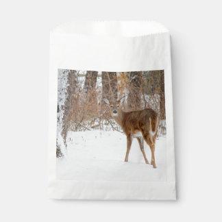 冬の白いSnowy分野のボタンの木びき台のシカ フェイバーバッグ