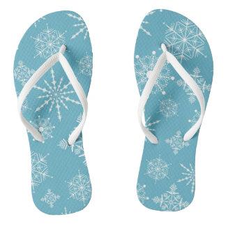 冬の白および淡青色の雪片のビーチサンダル ビーチサンダル