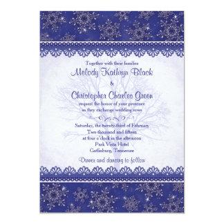 冬の結婚式の招待 の王室のな濃紺の雪片 カード