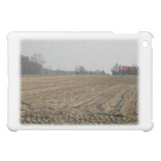 冬の耕された分野。 景色 iPad MINIケース