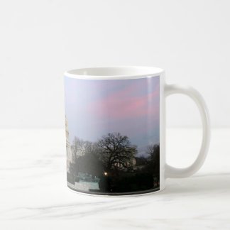 冬の薄暗がりの米国の国会議事堂 コーヒーマグカップ