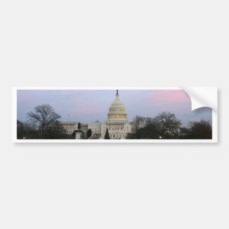 冬の薄暗がりの米国の国会議事堂 バンパーステッカー