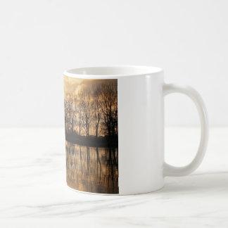 冬の薄暗がり コーヒーマグカップ