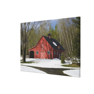 冬の赤い納屋 キャンバスプリント
