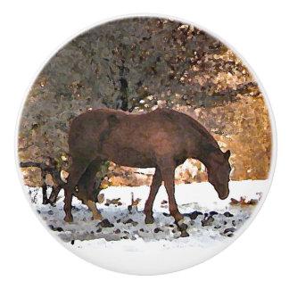 冬の雪の陶磁器のノブの馬 セラミックノブ