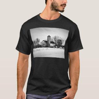 冬の非難の納屋 Tシャツ