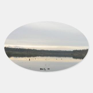 冬のBlakemereのコケ上の日没 楕円形シール