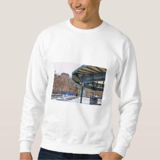 冬のNYC Snowy連合正方形 スウェットシャツ