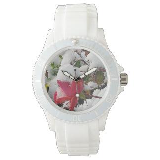 冬バラの白い腕時計 腕時計