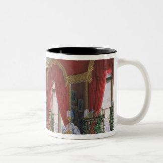 冬宮殿のインテリア ツートーンマグカップ