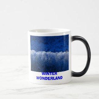 冬、冬の不思議の国 モーフィングマグカップ