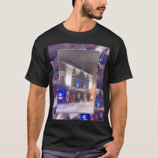 冷たい冬夜の暖かいアイルランドのパブ-ゴールウェイ Tシャツ