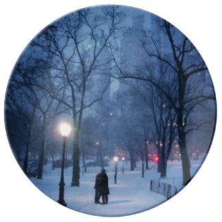 冷たい夜の暖かいキス 磁器プレート