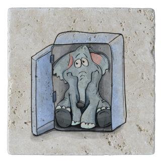 冷却装置の中に坐っている漫画象 トリベット