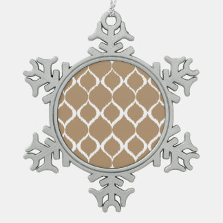 凍らされたコーヒー幾何学的なイカットの種族のプリントパターン スノーフレークピューターオーナメント