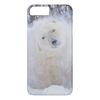 凍結するツンドラの雪を揺すっている白くま iPhone 8 PLUS/7 PLUSケース