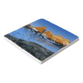 凍結するminaret湖の日の出-シエラネバダ山脈 トリベット