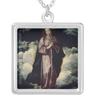 処女懐胎、c.1618 シルバープレートネックレス