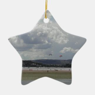 凧のサーファー。 景色の眺め セラミックオーナメント