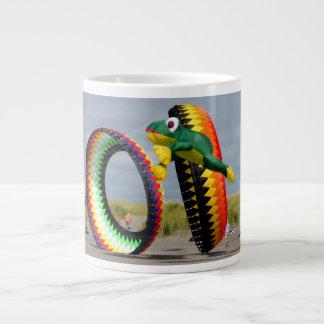 凧のフェスティバルのマグ ジャンボコーヒーマグカップ