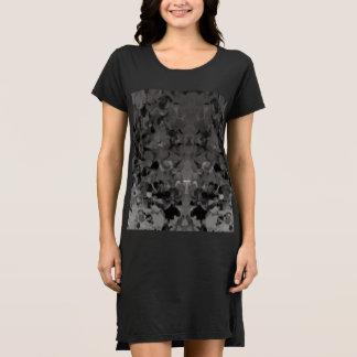 刃の鋭いTシャツの服 ドレス
