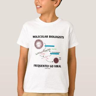 分子生物学者は頻繁にウイルスに行きます Tシャツ