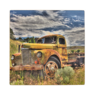 分野で断念される古いトラック ウッドコースター