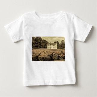 分野の素朴で古く白い農場の家 ベビーTシャツ