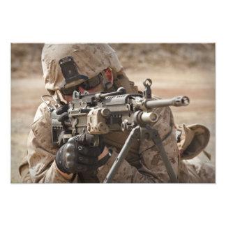分隊の自動火器の射撃手はsecuriを提供します フォトプリント
