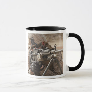 分隊の自動火器の射撃手はsecuriを提供します マグカップ