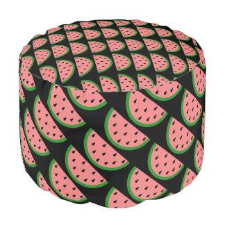 切れのピンクのスイカ プーフ