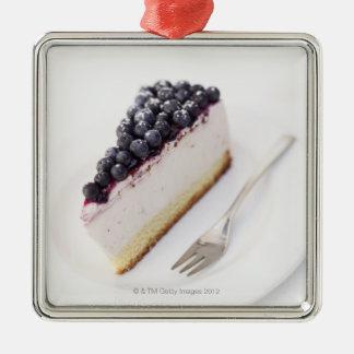 切れのブルーベリーのチーズケーキのクローズアップ メタルオーナメント