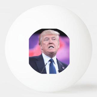 切札の顔のピンポン球 卓球ボール