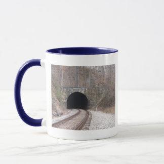 列車のトンネル マグカップ