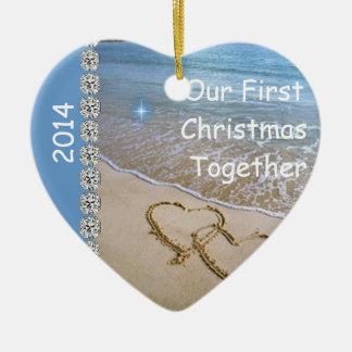 初めてのクリスマスは一緒に2014年のカスタムなORNAMENを浜に引き上げます セラミックオーナメント