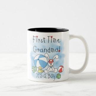 初めての祖母の男の赤ちゃん ツートーンマグカップ