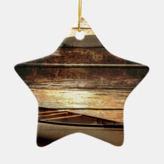 初期のな木製の穀物の反射湖の家のカヌー セラミックオーナメント