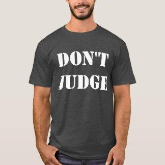 判断しないで下さい Tシャツ