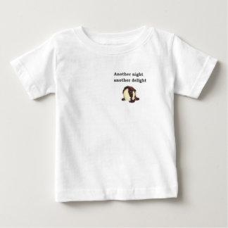 別の夜別の歓喜のバニラアイスクリーム ベビーTシャツ