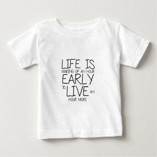 -刺激の引用文を早く目覚めて下さい ベビーTシャツ