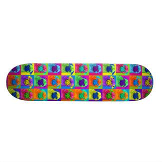 刺激を受けたなパグのスケートボード スケートボード