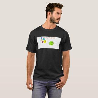 前方に Tシャツ