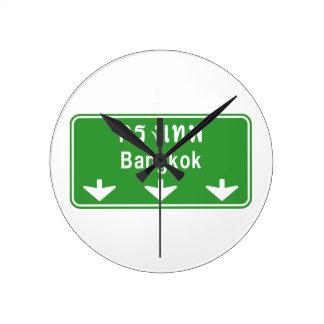 前方のバンコクは見ます! ⚠のタイの交通標識の⚠ ラウンド壁時計