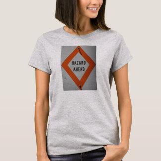 前方の危険 Tシャツ