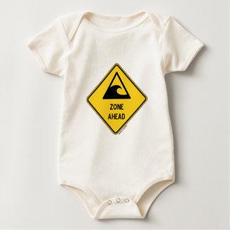 前方の津波の地帯(黄色いダイヤモンドの警告標識) ベビーボディスーツ