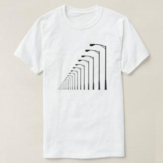 前方の長い道のり Tシャツ