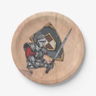剣および盾を持つ中世騎士 ペーパープレート