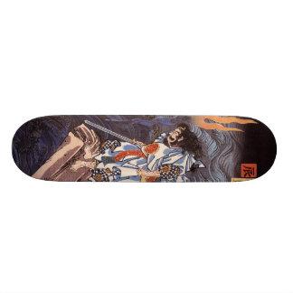 剣のスケートボードを持つ武士 スケートボード