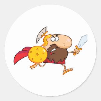 剣を持つオスのスパルタ式の剣闘士 ラウンドシール